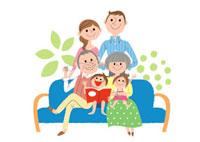 ソファに集合した三世代家族