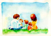 芝生に座った家族の後ろ姿