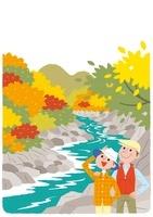 紅葉を楽しむ夫婦 22276006747| 写真素材・ストックフォト・画像・イラスト素材|アマナイメージズ