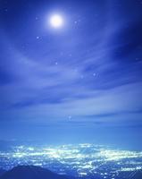 福島市街と月 22320008351| 写真素材・ストックフォト・画像・イラスト素材|アマナイメージズ