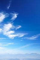 すじ雲と山並み 四阿山方向 22320012130| 写真素材・ストックフォト・画像・イラスト素材|アマナイメージズ