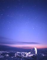 流氷ライトアップと黎明の星空