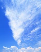 すじ雲 22320015496| 写真素材・ストックフォト・画像・イラスト素材|アマナイメージズ