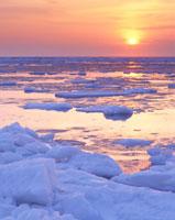 流氷と朝日