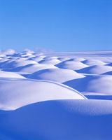 雪原と美瑛岳