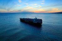 タンカーと海の夕景
