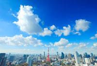 東京タワーとビル群とわた雲
