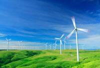 風力発電の風車と丘と利尻岳