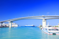 泊大橋とタンカー