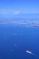 横浜ベイブリッジと横浜市と富士山とタンカー