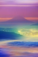 黎明の高ボッチ高原から望む富士山と雲海 22320040657| 写真素材・ストックフォト・画像・イラスト素材|アマナイメージズ