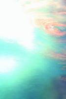 阿寺渓谷の狸ヶ淵の水面と流れ動く葉 22320040670| 写真素材・ストックフォト・画像・イラスト素材|アマナイメージズ