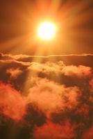 三笠山から望む木曽駒ヶ岳方向の雲海と朝日