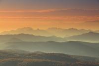 朝の小浅間山から望む妙義山などの山並み