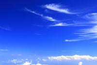 剣ケ峰から望む相模湾方向の雲海とすじ雲と太陽の光芒