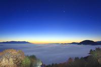 十観山から望む黎明の雲海と浅間山