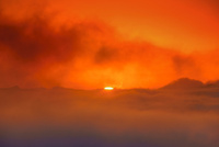 十観山から望む荒船山方向の雲海と朝日のグリーンフラッシュ