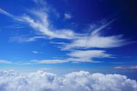 剣ケ峰から望む駿河湾方向の雲海とすじ雲