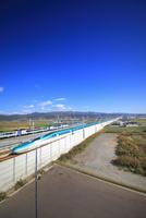 北海道新幹線と函館本線の特急スーパー北斗 22320041593  写真素材・ストックフォト・画像・イラスト素材 アマナイメージズ