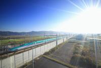 新函館北斗駅南東約100mから望む北海道新幹線 22320041594| 写真素材・ストックフォト・画像・イラスト素材|アマナイメージズ
