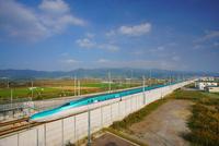 新函館北斗駅南東約100mから望む北海道新幹線 22320041596| 写真素材・ストックフォト・画像・イラスト素材|アマナイメージズ