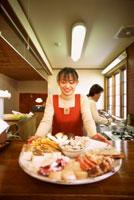 食材と女性 22321006348| 写真素材・ストックフォト・画像・イラスト素材|アマナイメージズ