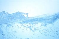 波打つ水面の断面と水泡 22321021762| 写真素材・ストックフォト・画像・イラスト素材|アマナイメージズ