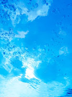 青空と水泡