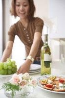 ホームパーティーのテーブルセッティング 22321022871| 写真素材・ストックフォト・画像・イラスト素材|アマナイメージズ
