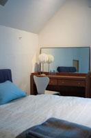 寝室のベッド 22321023260| 写真素材・ストックフォト・画像・イラスト素材|アマナイメージズ