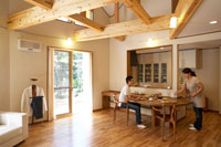 ダイニングで朝食をとる夫婦 22321023325| 写真素材・ストックフォト・画像・イラスト素材|アマナイメージズ