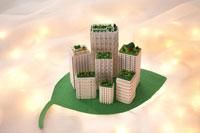 葉っぱの上の模型のビル