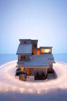 家の模型と光