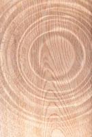 木目の上にできた波紋