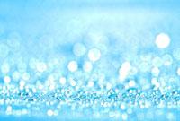 ビニールシートの上の光る水滴