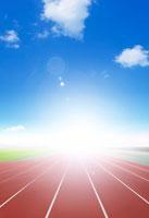 グラウンドと青空と光のイメージ 22323001213| 写真素材・ストックフォト・画像・イラスト素材|アマナイメージズ