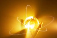 手に持つクリスタル地球儀と光