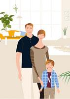 日の入るリビングの父母と男の子