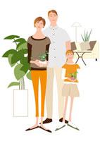 リビングの父と鉢を持つ母と女の子 22342000121| 写真素材・ストックフォト・画像・イラスト素材|アマナイメージズ
