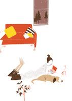 冬、床暖房に寝転びパソコンを操作する女性 22342000223| 写真素材・ストックフォト・画像・イラスト素材|アマナイメージズ
