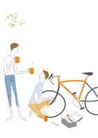 自転車を整備する男性にお茶を差し出す女性