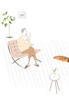 リビングのソファでお茶を飲むシニア男性と寝ている犬