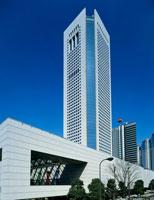 東京オペラシティビルと新国立劇場