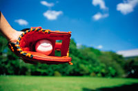 野球グローブとボール 22361000237| 写真素材・ストックフォト・画像・イラスト素材|アマナイメージズ