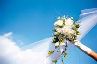 ブーケと花嫁の手