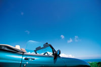 青空とスポーツカー