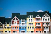 カラフルな建物 22361001575| 写真素材・ストックフォト・画像・イラスト素材|アマナイメージズ