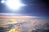 飛行機から見た太陽と雲