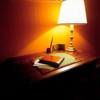 夜の書斎テーブル