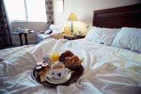 朝のベッドルーム